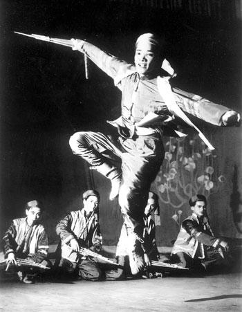 1561-nsut-nhu-binh-mua-khen-mong