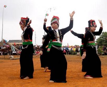 Vũ điệu ong eo của người Khơ Mú — Múa Việt Nam