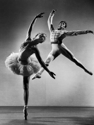1685-gjon-mili-alicia-alonso-and-igor-youskevitch-in-the-american-ballet-theater-production-of-the-nutcracker