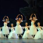 Nữ sinh trường múa 'phiêu' trong đêm diễn tốt nghiệp