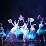 Chương trình múa đặc sắc: Hoa muôn sắc