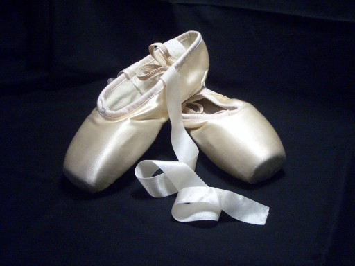 4127-pointe-shoes-512x384