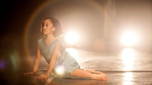 Bé Anh Thư - 6 tuổi, một trong hai diễn viên múa nhỏ tuổi nhất - góp mặt trong Tích tắc - Ảnh Hạo Nhiên