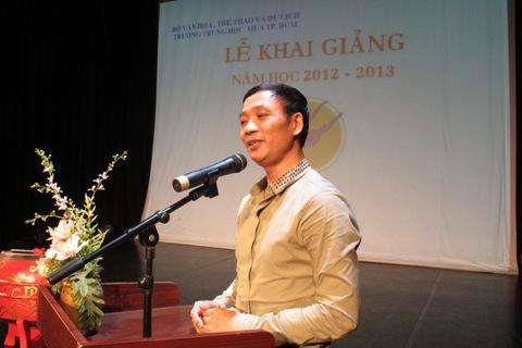 NSND Hà Thế Dũng phát biểu trong Lễ Khai Giảng Năm học 2012-2013