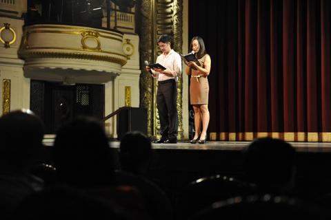 Biên đạo múa Lê Vũ Long và vợ là nghệ sỹ múa Thu Lan chia sẻ trước buổi trình diễn của dự án
