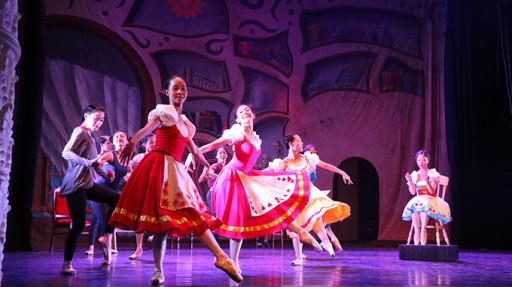 Một cảnh trong vở vũ kịch Cô bé búp bê được tổng duyệt tại Nhà hát thành phố chiều 27-8  Ảnh Tiến Long