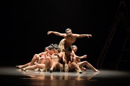 Vở múa Con thiêu thân của vũ đoàn Arabesque Việt Nam