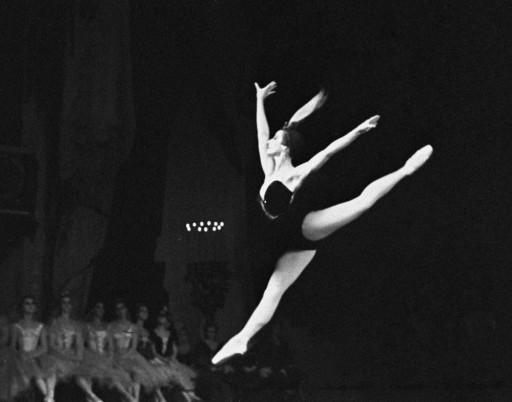 Nghệ sỹ nhân dân Liên Xô Maya Plisetskaya trong vở ballet