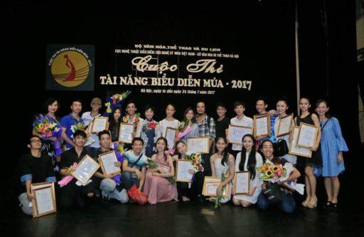 Các nghệ sỹ, diễn viên chụp ảnh lưu niệm sau cuộc thi. Ảnh: Phương Linh.