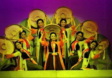 Những cô gái Việt Nam - Biên đạo Chu Thúy Quỳnh